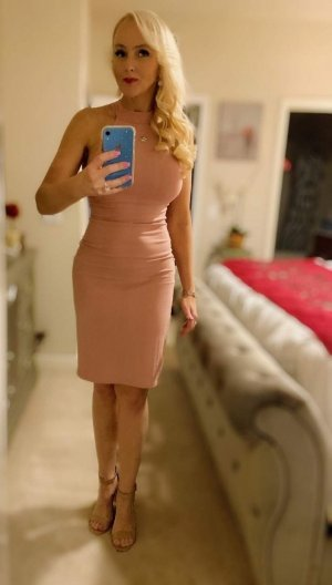 Mamma live escort in Glen Ellyn