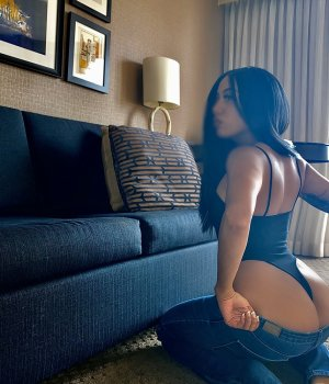 Yolina escort girls in Evanston IL